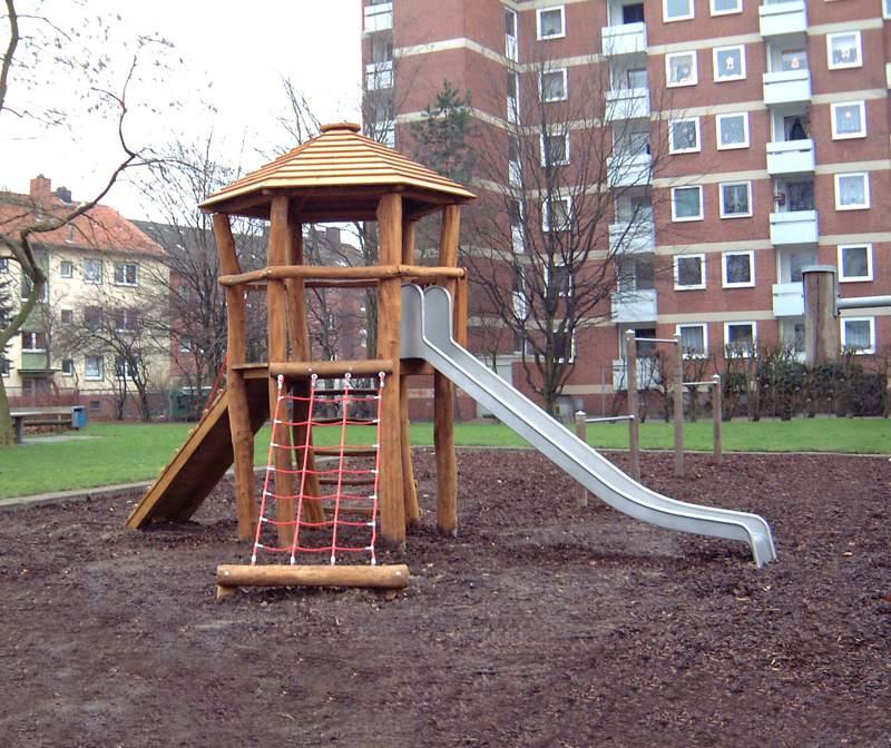 Sechseckturm mit Anbauteilen