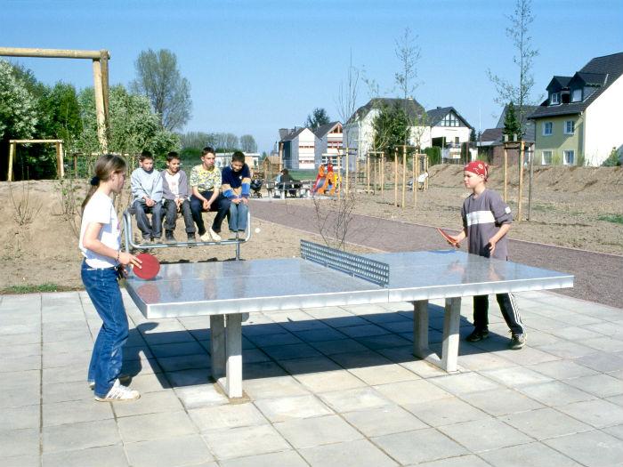 Tischtennisplatte eingebaut